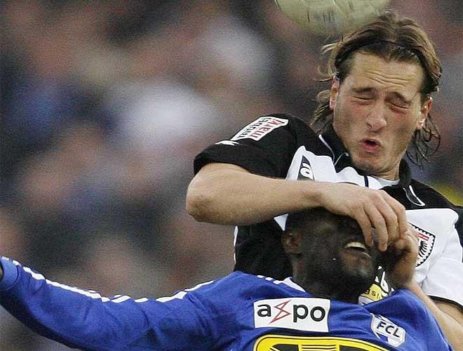 Un lance de un choque de la liga suiza