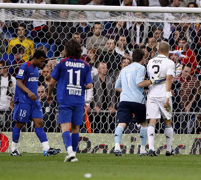 Casillas saca a Pepe del campo