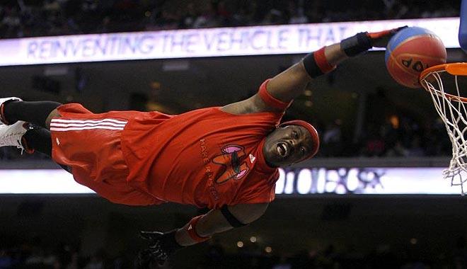 Un miembro de Philadelphia 76ers Hare Raisers