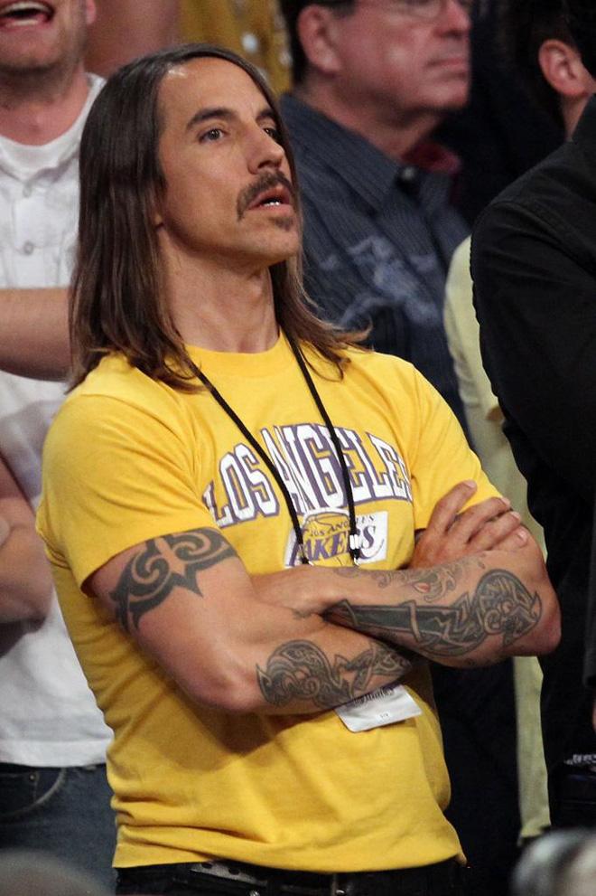 Anthony Kiedis, cantante de los Red Hot Chili Peppers, es de los Lakers... eso queda claro.