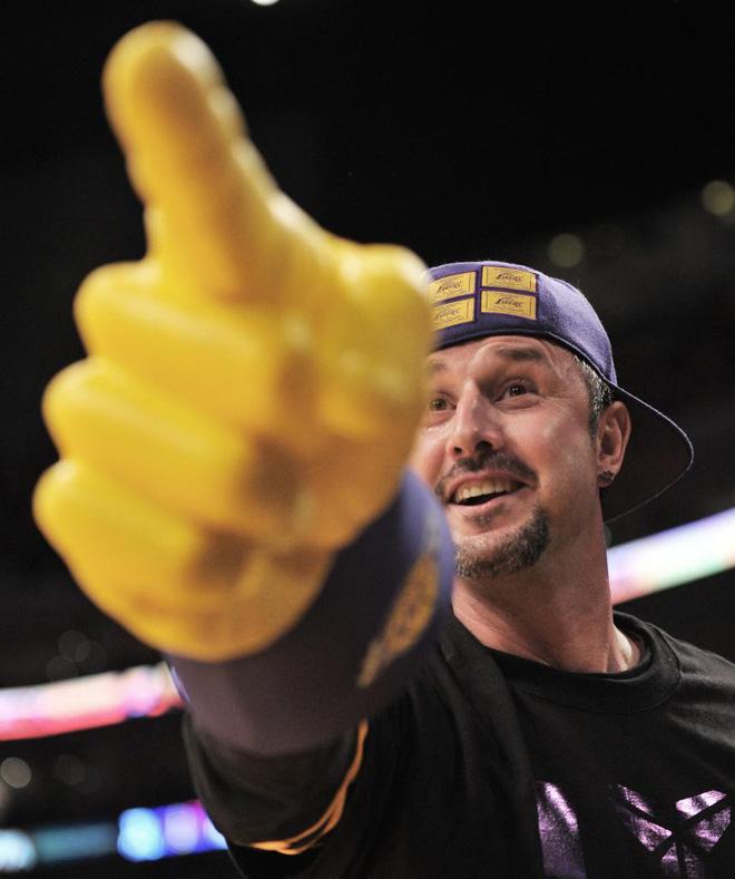 El actor David Arquet lo dio todo para que los Lakers ganasen el partido a Boston.