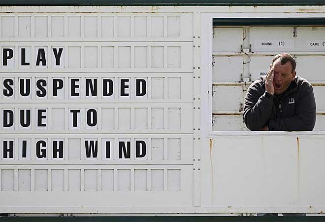 El fuerte viento que sopl� en St. Andrews provoc� que se parara la jornada durante una hora.