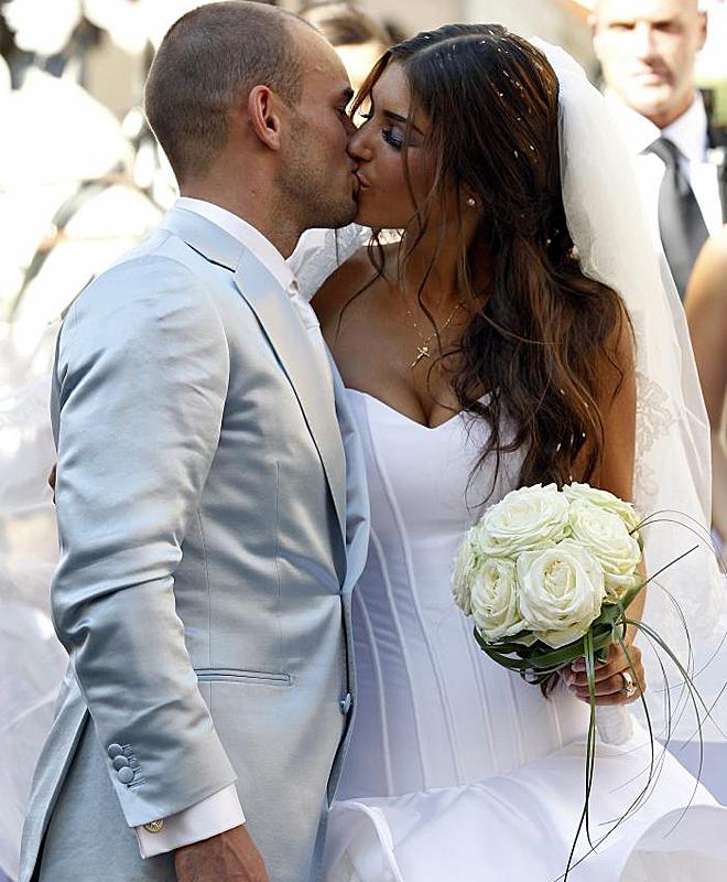 Sneijder no se cort� un pelo en mostrar su amor por Yolanthe durante su boda