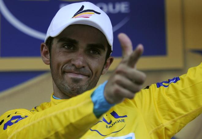 Alberto Contador estren� hoy el maillot de l�der de la general y ya s�lo piensa en conservarlo el domingo en Par�s.