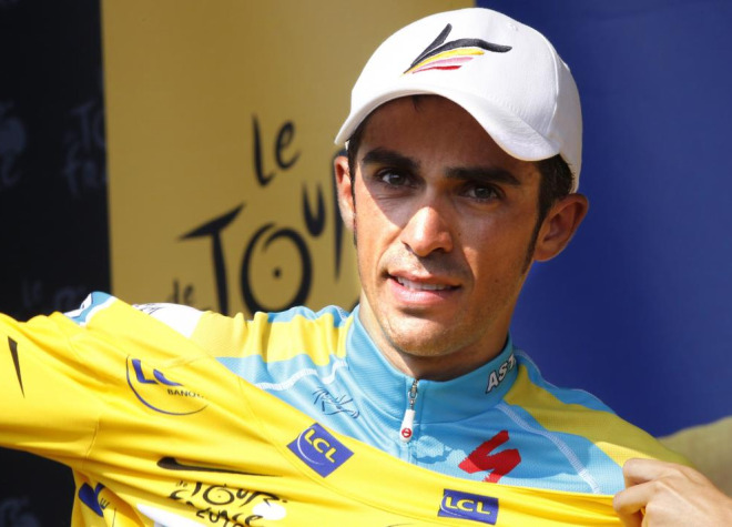Alberto Contador volvi� a subirse al podio para enfundarse un maillot amarillo que cada vez parece m�s consolidado.