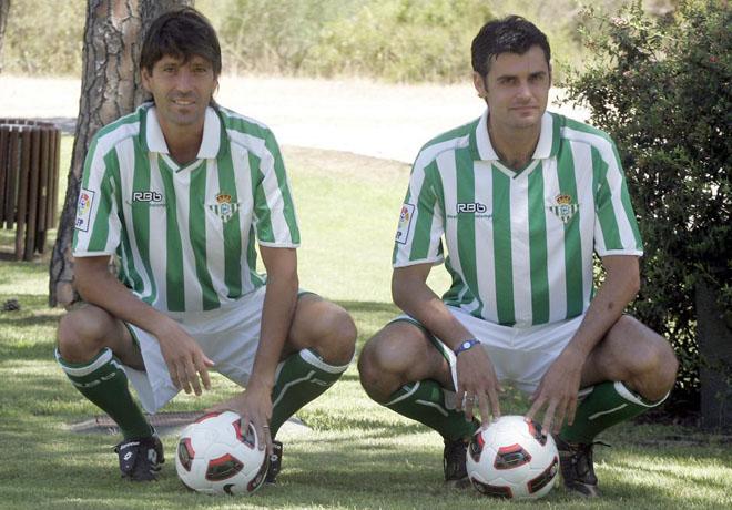 El Real Betis ha presentado a dos jugadores a la vez, el defensa central David Belenguer que retorna al club verdiblanco y al tambi�n central Jos� Antonio Dorado.