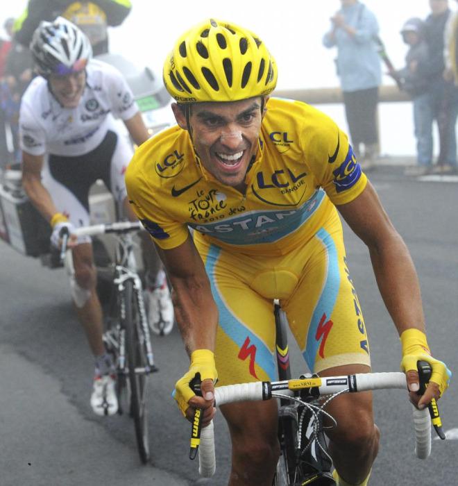 Alberto Contador lanz� su ataque para responder al de Andy Schleck pero no logr� despegarse de su rival.