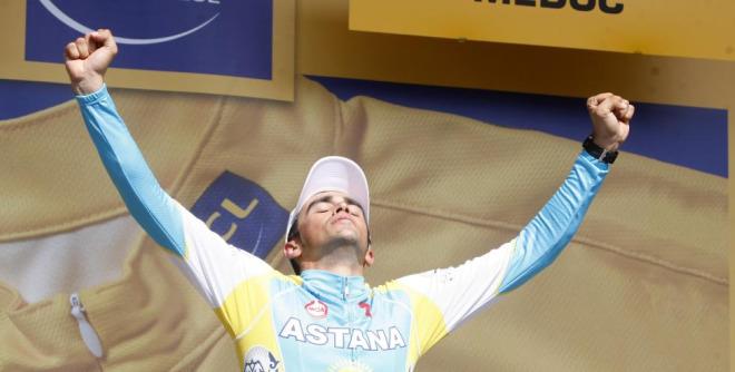 Alberto Contador disfrut� intensamente en el podio tras haber sufrido mucho durante la contrarreloj.