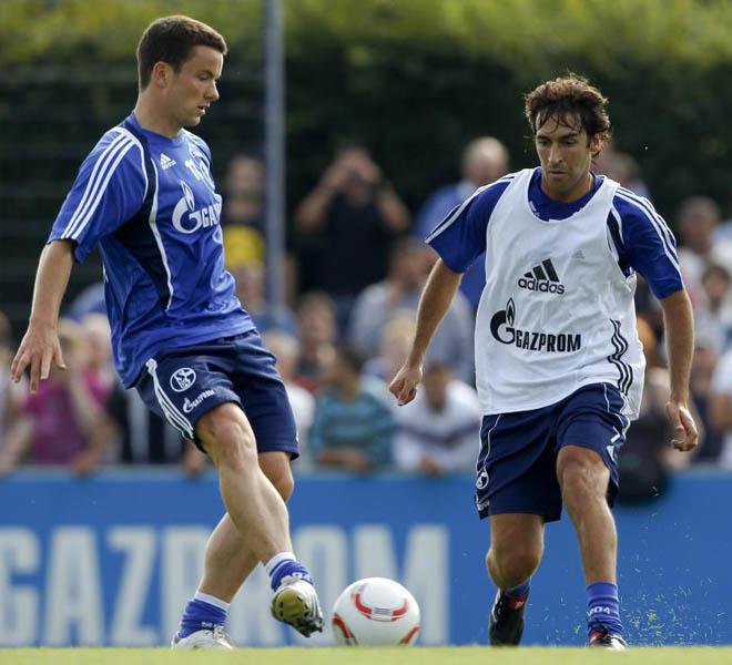 Despu�s de la presentaci�n de Ra�l con el Schalke 04, se ha ejercitado en su primer entrenamiento con el resto de la plantilla del equipo germano.