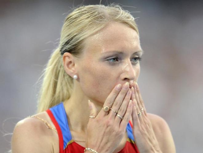 Adem�s de pasear su belleza por la pista de Montju�c, la rusa Alminova demostr� que tiene clase en esto del atletismo y se hizo con solvencia con su serie de 1.500 metros.
