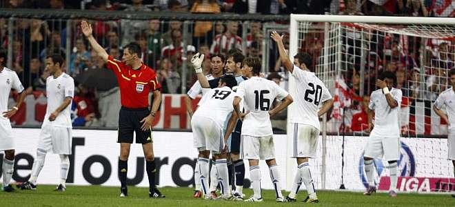 El partido volvi� a de dejar una p�sima noticia en forma de lesi�n para el Madrid. Despu�s de Pepe, Garay se lesion� y crea problemas a la zaga blanca.