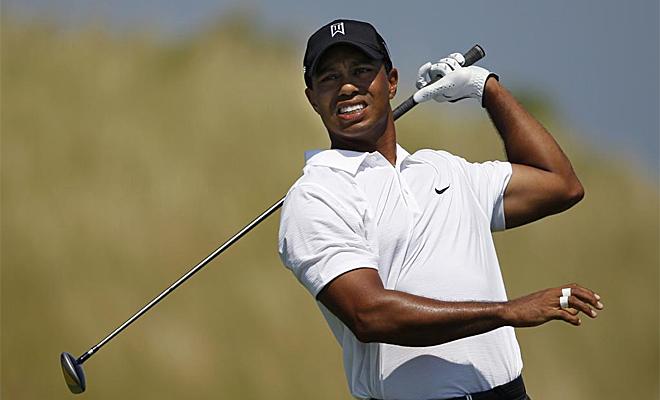Tiger Woods intenta recuperar su mejor juego en el PGA. La primera jornada la concluy� con uno bajo par, a tres golpes de los l�deres.