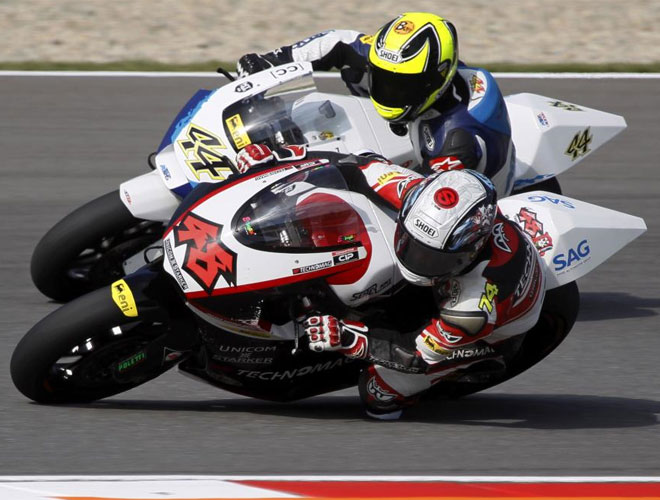 Tomizawa y Rolfo tuvieron un pique sano durante los primeros libres del Gran Premio de la Rep�blica Checa.