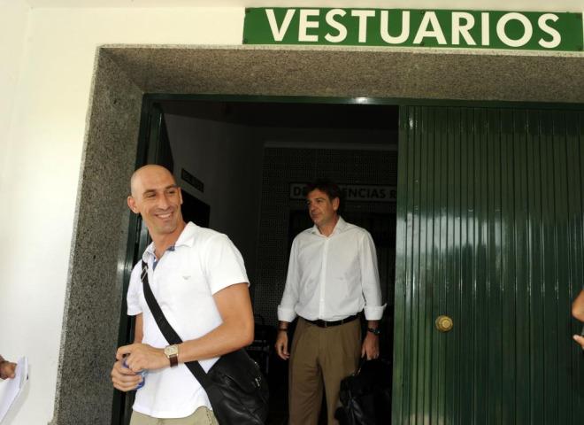 Luis Manuel Rubiales, presidente de la AFE, se reuni� con la plantilla del Betis por la Ley Concursal del equipo verdiblanco.