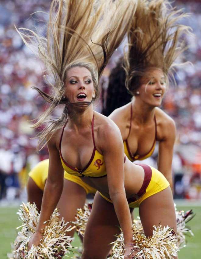 Las cheerleaders de los Washington Redskins animando a su equipo durante un partido de la NFL contra los Houston Texans.