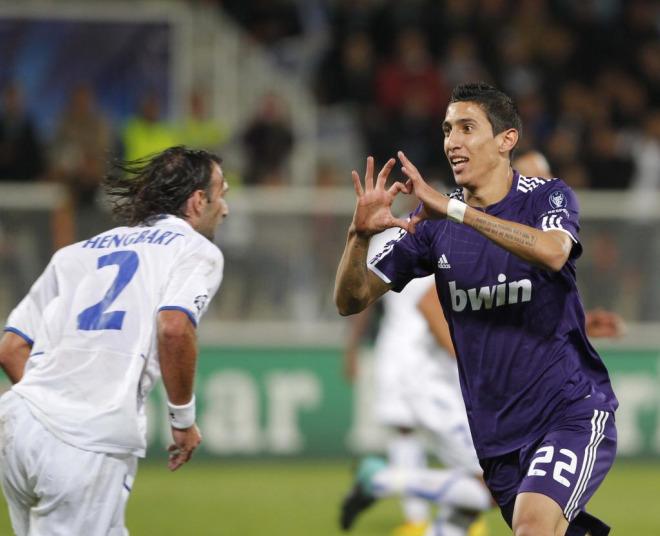 Di Mar�a forma un coraz�n con las manos tras anotar el �nico tanto del Madrid frente al Auxerre.