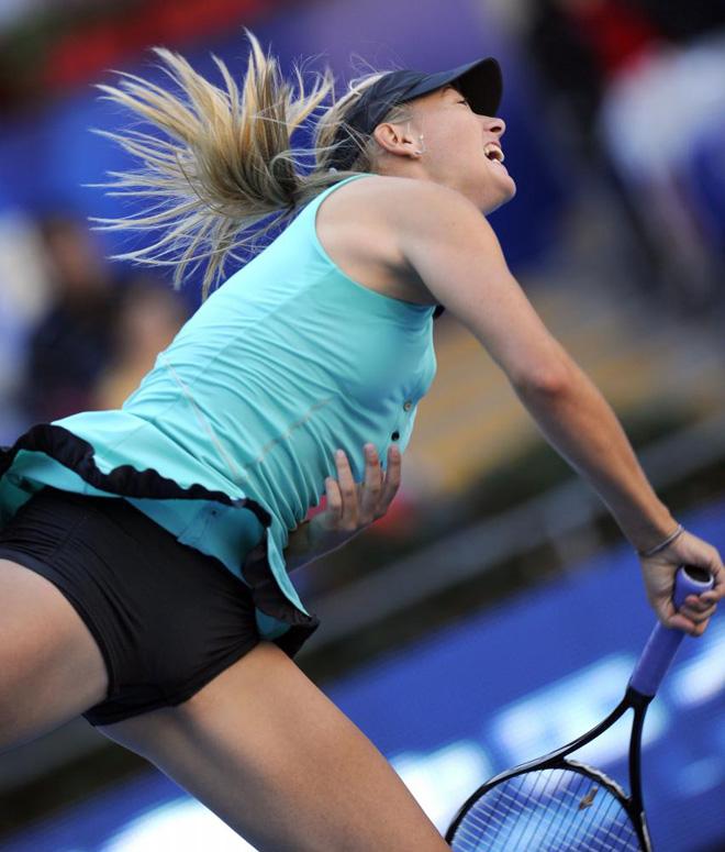 La rusa Maria Sharapova durante su partido contar la b�lgara Tsvetana Pironkova en el Open de China.