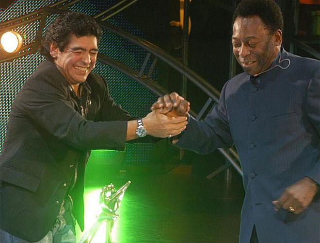 Durante su etapa como presentador de un programa en televisi�n, Maradona se atrevi� a llevar a su gran rival en este deporte, el brasile�o Pel�