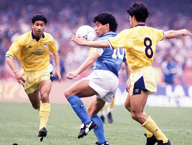 Maradona lleg� a N�poles y all� disfrut� de sus mejores a�os en el f�tbol europeo. Con su f�tbol convirti� un equipo discreto en el dominador del Calcio