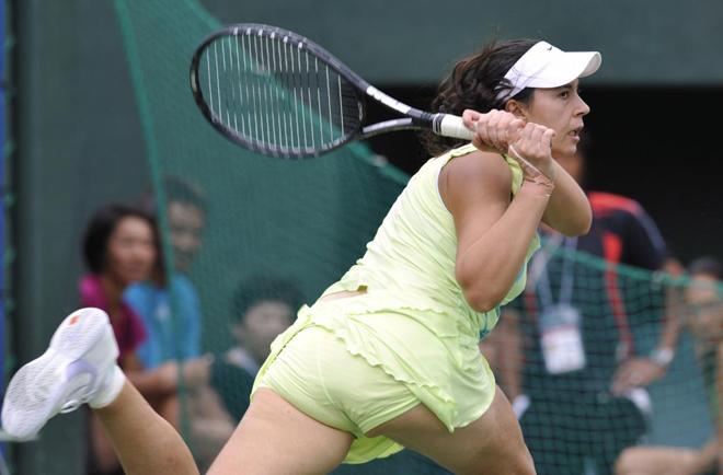 La jugadora francesa Marion Bartoli durante su partido contra la estadounidense Jill Craybas en los cuartos del Open de Japón.