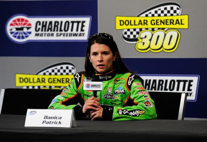 La piloto Danica Patrick durante una rueda de prensa para promocionar el Charlotte Motor Speedway.