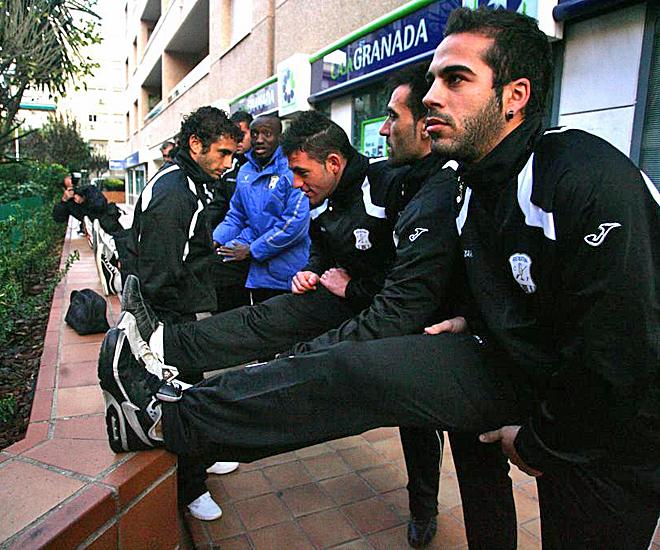 Los jugadores del Jerez decidieron acudir a entrenarse a la calle de unos de los directivos de su equipo para protestar por su situación de impagos.