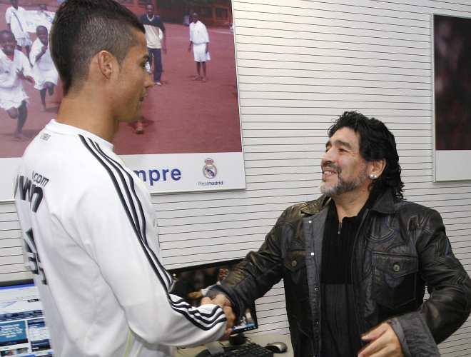 Dos cracks del fútbol mundial, Cristiano Ronaldo y Diego Maradona, conversaron en las instalaciones de Valdebebas. No sabemos si Messi estuvo entre sus temas de conversación...