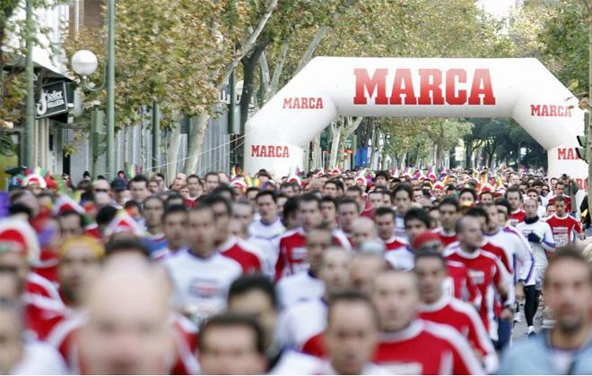 Unos 5.000 participantes disputaron la I Carrera-Marca y cubrieron los 10 kil�metros que separaban el Santiago Bernab�u del Vicente Calder�n.