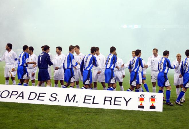 Real Madrid y Deportivo de la Coru�a se enfrentaban en la final de Copa del Rey de la temporada 2001/02 y justo el d�a del centenario blanco.