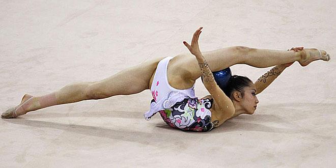 La nipona Riko Anakubo hace gala de una gran flexibilidad y elasticidad que no est�n al alcance de todos los mortales en su ejercicio de gimnasia en los Juegos Asi�ticos en Guangzhou.