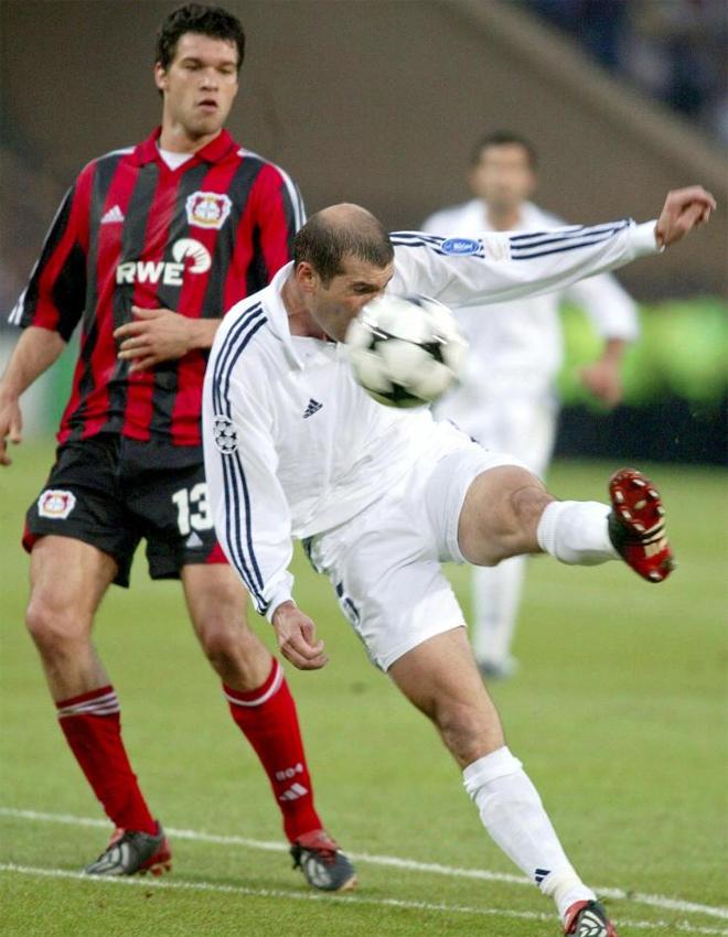 Zidane marc� uno de los goles m�s bonitos de la historia en esta final de Liga de Campeones.
