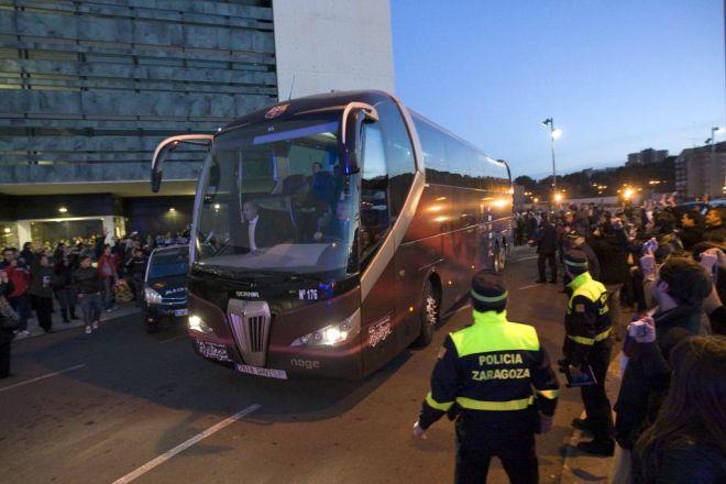 A las 17:52 el Barcelona sal�a de Zaragonza rumbo a la ciudad de Pamplona. El conductor del autob�s recorri� al distancia entre las dos ciudades (181 kil�metros) en tiempo r�cord.