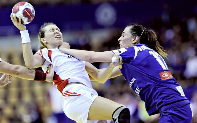 Con esta oposici�n tuvo que lidiar la rusa Olga Levina para ejecutar un lanzamiento ante el equipo island�s durante los Europeos femeninos de Balonmano de Dinamarca.