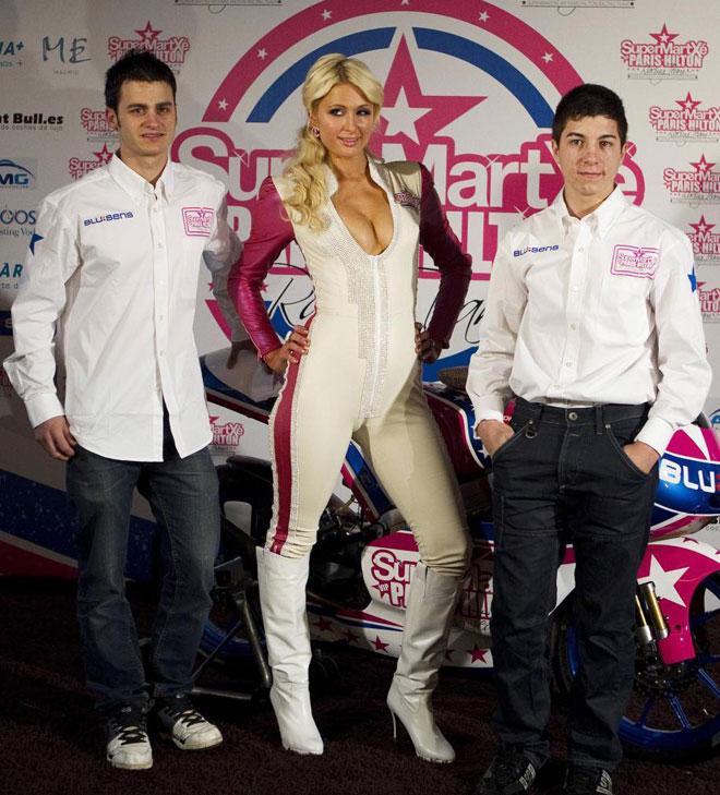 La medi�tica Paris Hilton present� en Madrid el equipo SuperMartxe VIP Paris Hilton, que competir� en el Mundial de motociclismo.
