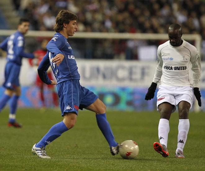 Sergio Canales y Lass jugaron en equipos distintos. No era un entrenamiento, era un partido ben�fico.