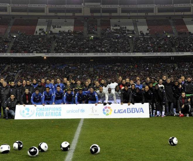 Unas 30.000 personas vivieron el partido en las gradas del estadio colchonero. Fue una noche inolvidable.
