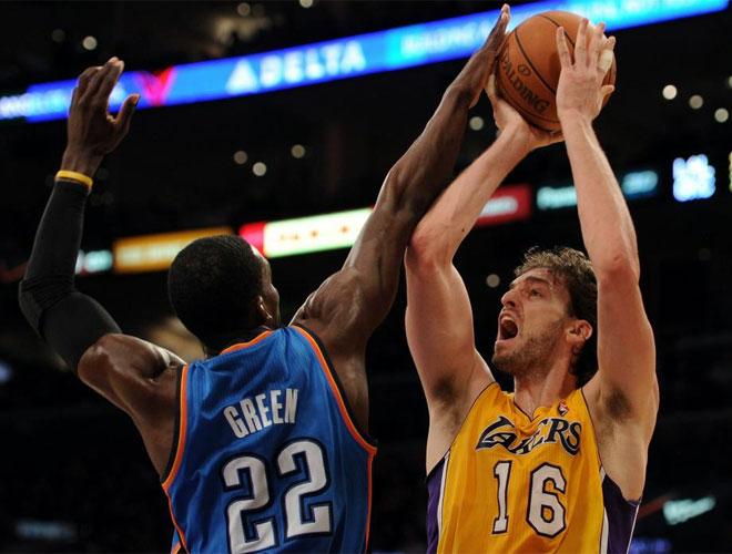 Pau Gasol y Kobe Bryant anotaron 21 puntos cada uno. El espa�ol a�adi� siete rebotes y el l�der angelino registr� siete asistencias.