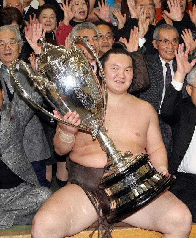 Hakuho, un ídolo en el sumo.