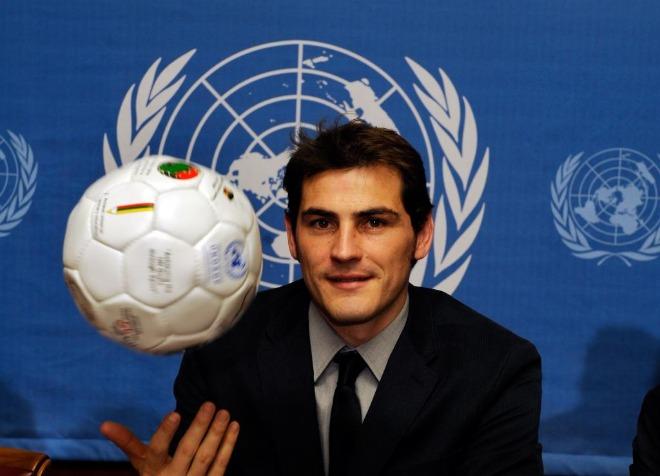 El meta del Madrid y de la selección, Iker Casillas, se comprometió a luchar contra la pobreza en el mundo desde su puesto de embajador de buena voluntad del Programa de Naciones Unidas para el Desarrollo (PNUD), para el que fue nombrado este lunes.