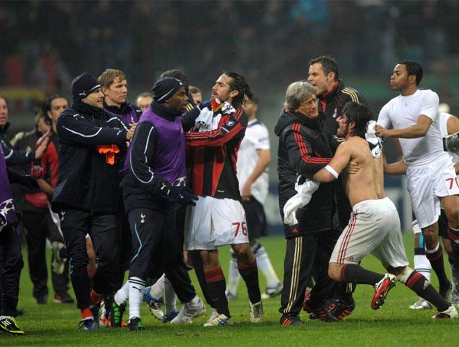 Gattuso fue a por el segundo del Tottenham al final del partido. Pese a la muralla de jugadores que se interpusieron, el italiano no se amilan�.