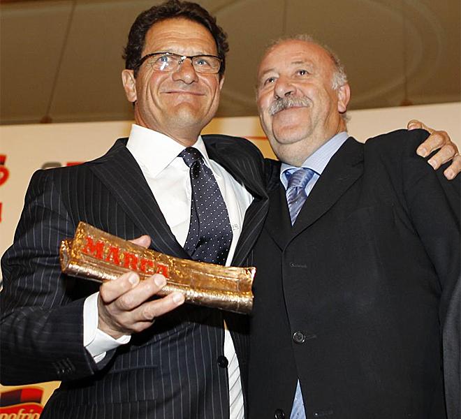 Fabio Capello recibi� el MARCA Leyenda de manos de otro grande de los banquillos, el seleccionador espa�ol Vicente Del Bosque