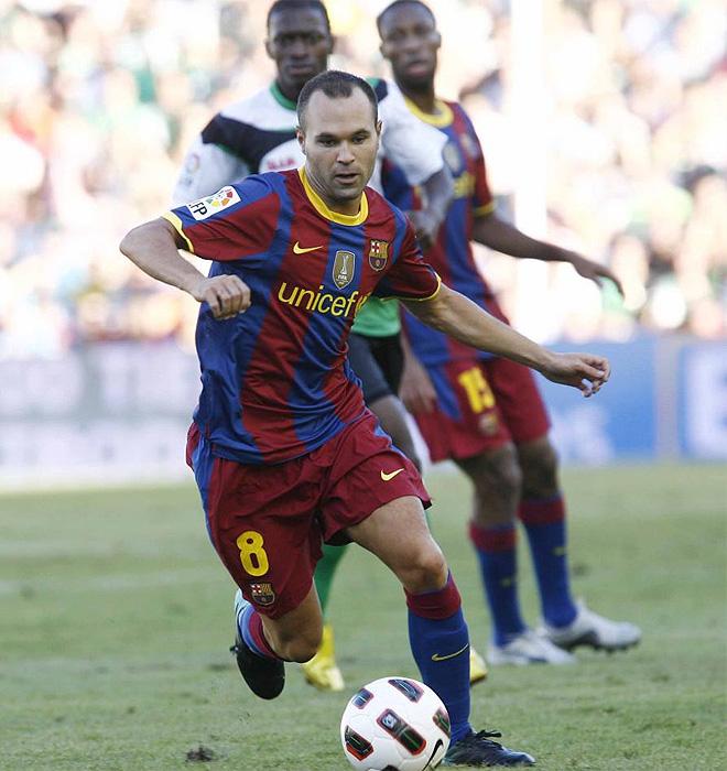 El Barcelona arrancó el campeonato goleando en El Sardinero (0-3) con goles de Messi, Villa y una obra de arte de Iniesta