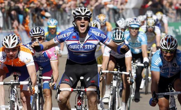 Los aficioandos al ciclismo recordarán para siempre las victorias de Weylandt. Como esta en la tercera etapa del Giro 2010.