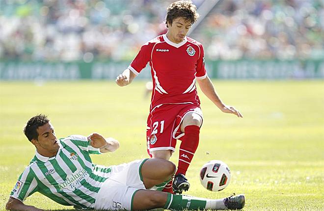 El portugu�s cuenta con mucha proyecci�n pero sus inoportunas lesiones lastraron su nivel.