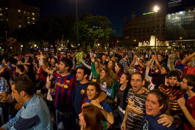 Hace media hora eran 4.500 y ahora más de 5.000. La afición del Barça no tiene límites esta noche.