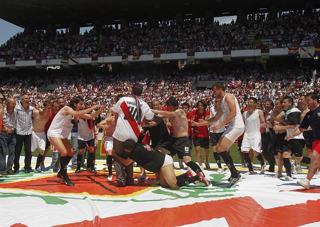 Momento en el que los jugadores intentan que su t�cnico pierda el equilibrio para poder cogerlo y mantearlo.