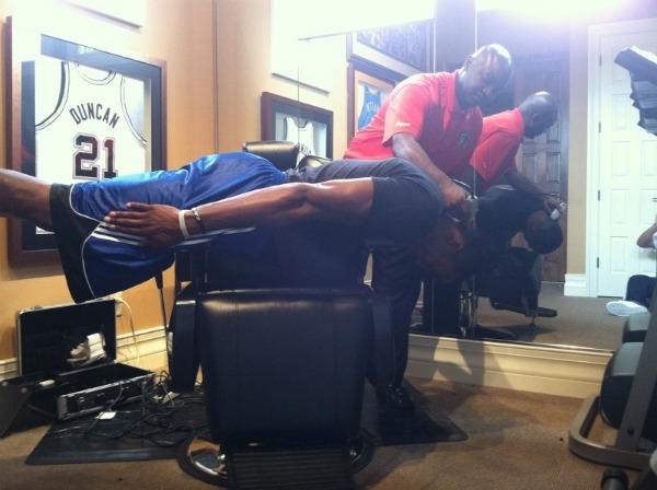 Howard no ha sido capaz de hacer nada en su vida cotidiana de manera normal desde que Arenas le incit� al planking.