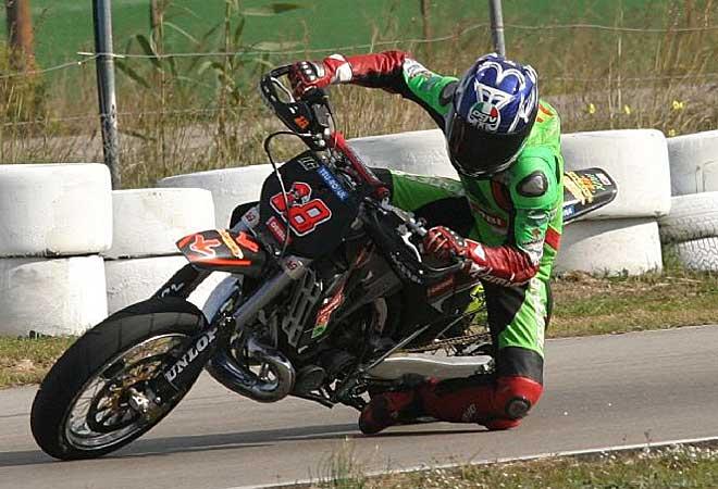 Terol aprovecha cada vez que puede -y le dejan- para participar en pruebas de motos de otras especialidades.