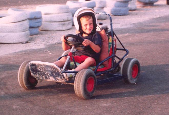 Nico siempre demostró su gusto por el olor a gasolina. Le gustaban las motos, pero también los karts.