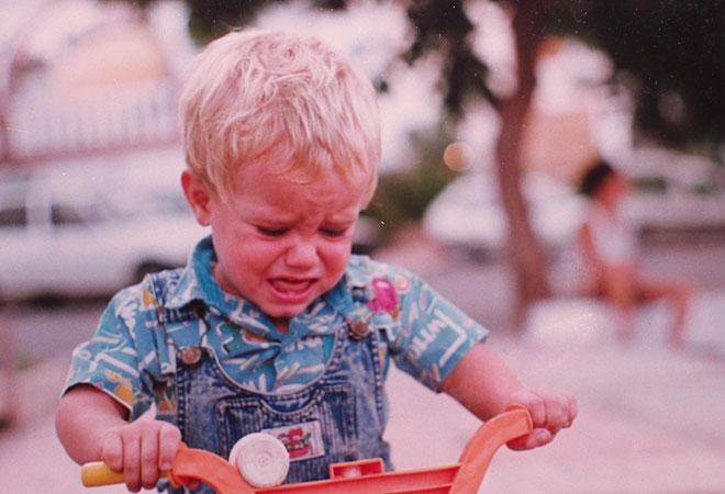 Así comenzó Nico su idilio con el mundo del motor: sobre un triciclo y soltando lágrimas.